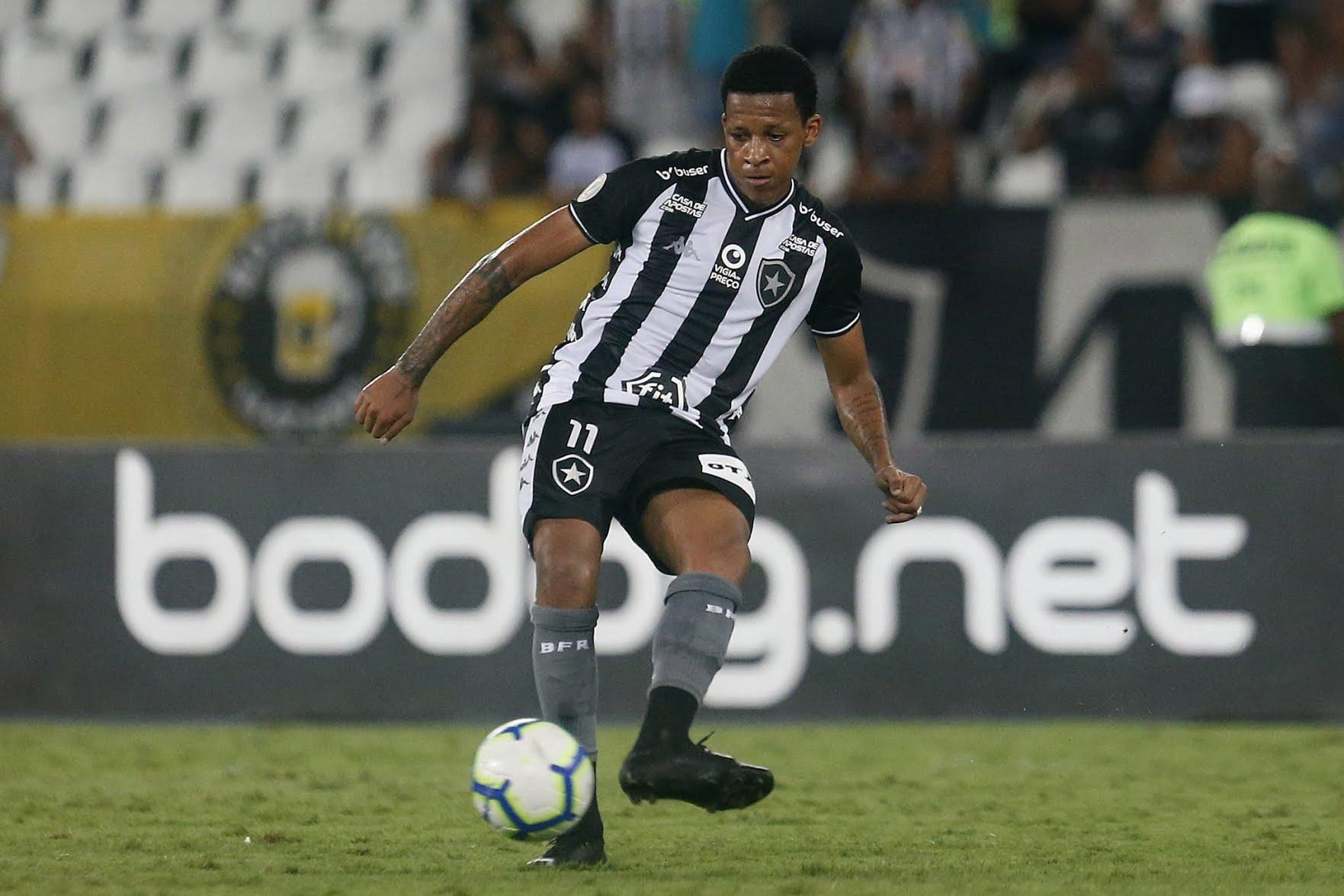 Gustavo Bochecha, do Botafogo, volta a ser elogiado por Eduardo Barroca, técnico do Coritiba